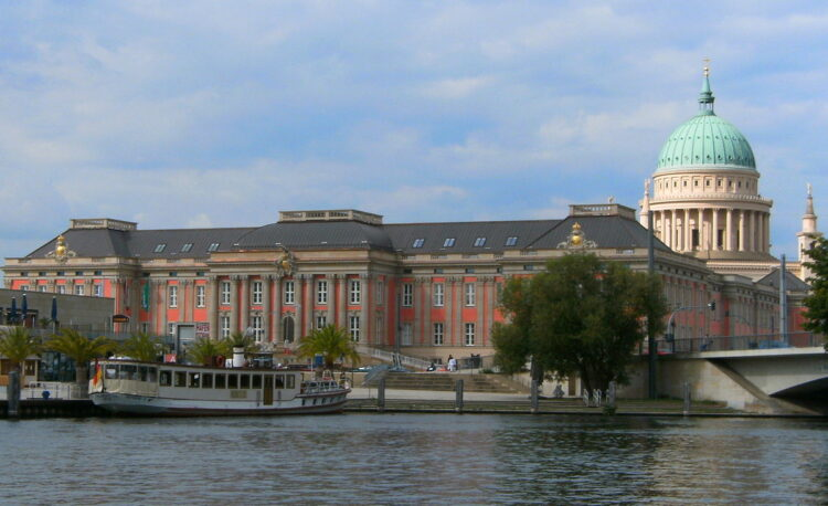 Potsdam palace tour by boat
