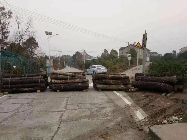 Road blocked in Yichang city